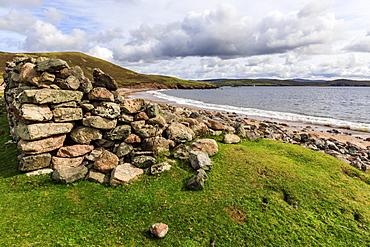 Little Ayre, ruined croft house, red sand beach, red granite rocks, Muckle Roe Island, Shetland Isles, Scotland, United Kingdom, Europe