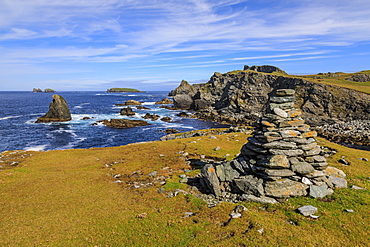 Isle of Fethaland, lichened cairn, cliffs, stacks, Isle of Gruney, Ramna Stacks, North Roe, Mainland, Shetland Isles, Scotland, Europe