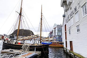 Beautiful Alesund, Aksla hill, waterfront, boats, historic warehous in winter, Alesund, More og Romsdal, Norway, Scandinavia, Europe