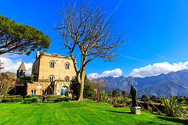 Spectacular Garden in spring, Villa Cimbrone, in cliff top Ravello, Amalfi Coast, UNESCO World Heritage Site, Campania, Italy, Europe