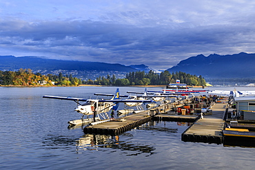 Seaplanes at Canada Place and Stanley Park, autumn, early morning light, Downtown, Vancouver City, British Columbia, Canada, North America