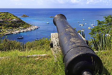 Cannon points out to sea and Les Petits Saints islets, Fort Gustave, Gustavia, St. Barthelemy (St. Barts) (St. Barth), West Indies, Caribbean, Central America