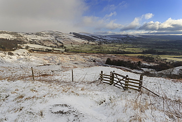 Hill snow over Back Tor and Lose Hill on the Great Ridge, from Mam Tor landslip, Castleton, Peak District, Derbyshire, England, United Kingdom, Europe