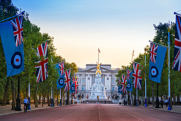 View of Buckingham Palace along the Mall with flags of the Union and Royal Air Force, Westminster, London, England, United Kingdom, Europe