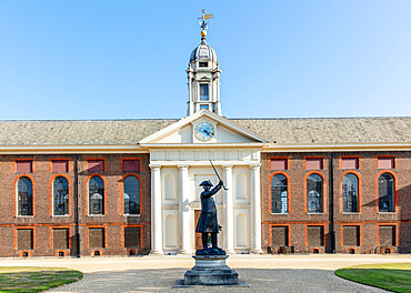 The facade of the Royal Hospital by Christopher Wren showing a statue of a Chelsea Pensioner, Kensington and Chelsea, London, England, United Kingdom, Europe