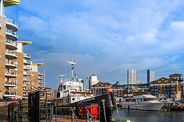 UK, London, Tower Hamlets, Regents Canal, Limehouse Basin. Boats moored in the marina next to modern residential apartments