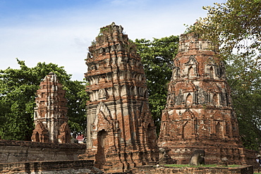 Khmer style prangs (stupas) (chedis) at Wat Mahathat, Ayutthaya, UNESCO World Heritage Site, Thailand, Southeast Asia, Asia