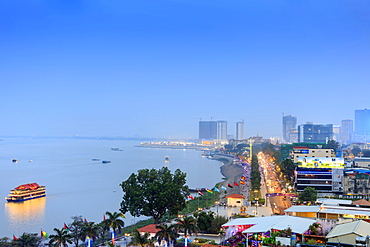 Elevated view of Phnom Penh and the Mekong River at dusk, Phnom Penh, Cambodia, Indochina, Southeast Asia, Asia