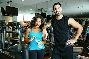 Couple working out together in gymnasium