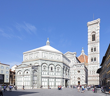 The complex of Duomo di Firenze with ancient Baptistery, Giotto's Campanile and Brunelleschi's Dome, Florence, UNESCO World Heritage Site, Tuscany, Italy, Europe