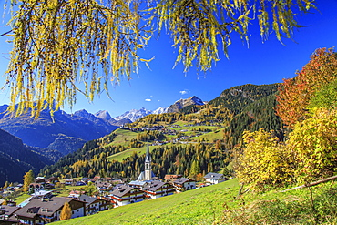 The villages of Selva di Cadore and Colle Santa Lucia, in the Dolomitic Cadore Region, surrounded by yellow larches in autumn, Veneto, Italy, Europe
