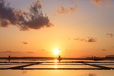 Saline dello Stagnone at sunset, Marsala, province of Trapani, Sicily, Italy, Mediterranean, Europe