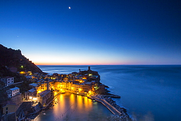The little village of Vernazza at night, Cinque Terre National Park, UNESCO World Heritage Site, Liguria, Italy, Europe