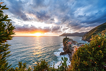Dramatic sky at sunset over Vernazza, Cinque Terre, UNESCO World Heritage Site, La Spezia province, Liguria, Italy, Europe