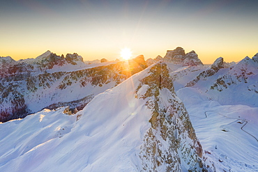 Sunrise on Ra Gusela, Lastoi De Formin and Monte Pelmo covered with snow, Giau Pass, Dolomites, Belluno province, Veneto, Italy, Europe