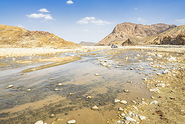 Jeep traveling along the course of Saba river and canyon, Dallol, Danakil Depression, Afar Region, Ethiopia, Africa