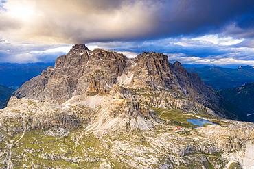 Locatelli hut, Laghi dei Piani, Torre Toblin, Tre Scarperi, Rocca Novale, Punta Lavina Lunga, Dolomites, South Tyrol, Italy, Europe