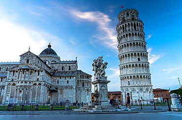 The famous Piazza dei Miracoli with Pisa Cathedral (Duomo) and Leaning Tower, UNESCO World Heritage Site, Pisa, Tuscany, Italy, Europe