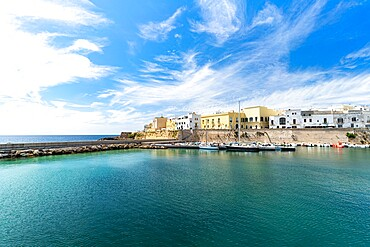 Old town and harbor of Gallipoli, Lecce province, Salento, Apulia, Italy, Europe