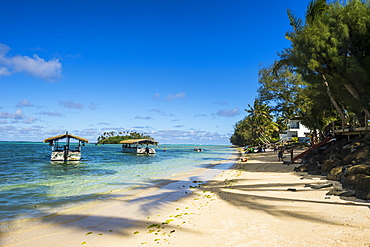 White sand beach and turquoise waters, Muri beach, Rarotonga and the Cook Islands, South Pacific, Pacific