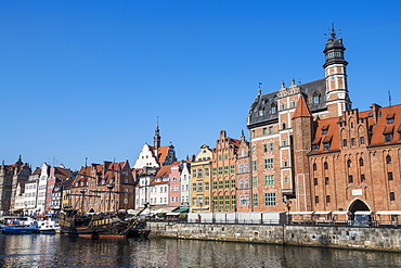 Hanseatic League houses on the Motlawa river, Gdansk, Poland, Europe