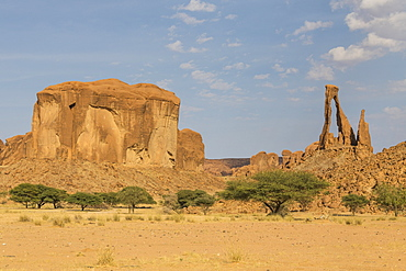 Unique rock arch, Ennedi Plateau, UNESCO World Heritage Site, Ennedi region, Chad, Africa