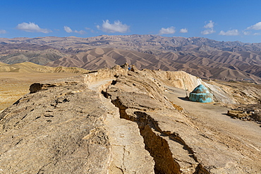 Volcanic rock split, Darya Ajdahar (Valley of the Dragon), Bamyan, Afghanistan, Asia