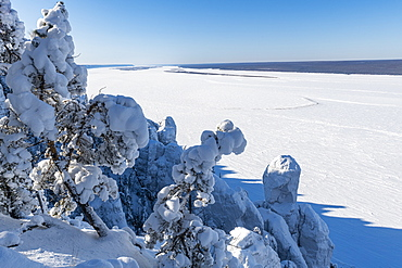 View over Lena Pillars and the Lena River, UNESCO World Heritage  Site, Sakha Republic (Yakutia), Russia, Eurasia