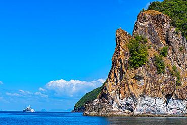 Sailing boats before the rocky cliffs of the Koh Rok, Mu Ko Lanta National Park, Thailand, Southeast Asia, Asia