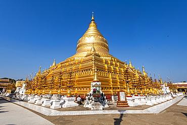 Golden Shwezigon Pagoda, Nyaung-U, near Bagan (Pagan), Myanmar (Burma), Asia