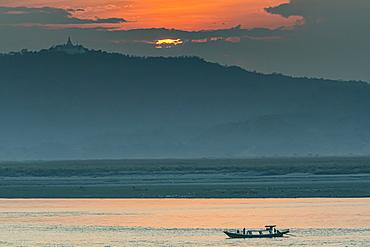 Sunset over the Irrawaddy river, Bagan (Pagan), Myanmar (Burma), Asia