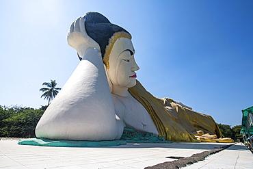 Reclining Buddha, Shwethalyaung Temple, Bago, Myanmar (Burma), Asia