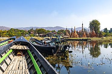 Taw Mwe Khaung Pagoda, Samkar, Inle Lake, Shan state, Myanmar (Burma), Asia