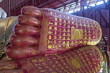 Giant reclining Buddha in the Chaukhtatgyi Buddha Temple, Yangon (Rangoon), Myanmar (Burma), Asia