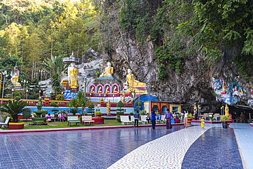 Many buddhas in the Kaw Ka Thawng Cave, Hpa-An, Kayin state, Myanmar (Burma), Asia