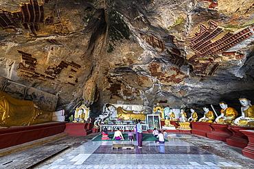 Cave filled with buddhas, Kawgun Cave, Hpa-An, Kayin state, Myanmar (Burma), Asia