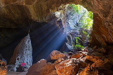 Sun rays shining in Saddan Cave, Hpa-An, Kayin state, Myanmar (Burma), Asia