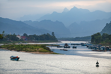 River boat on the Song Con River with the limestone mountains in the background, Phong Nha-Ke Bang National Park, UNESCO World Heritage Site, Vietnam, Indochina, Southeast Asia, Asia