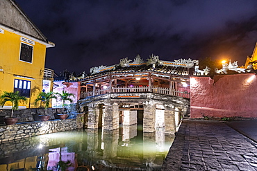 Night shot of the Japanese covered bridge, Hoi An, UNESCO World Heritage Site, Vietnam, Indochina, Southeast Asia, Asia
