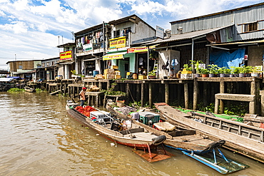 Houses on stilts, Cai Be, Mekong Delta, Vietnam, Indochina, Southeast Asia, Asia