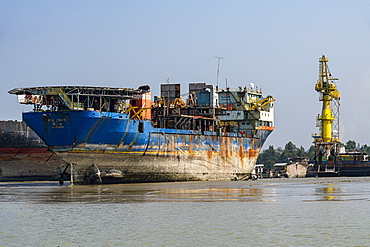 Huge container ship ready to be broken up, Chittagong Ship Breaking Yard, Chittagong, Bangladesh, Asia