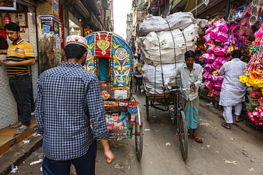 Rickshaw drivers in the bazaar, Dhaka, Bangladesh, Asia