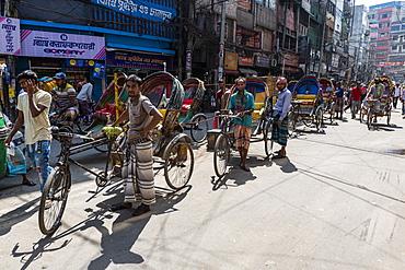 Rickshaw drivers in the bazaar, Dhaka, Bangladesh, Asia