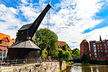 Old harbour with treadwheel crane and Altes Kaufhaus, Lueneburg, Lower Saxony, Germany