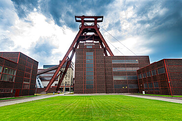 Shaft 12, Zollverein Coal Mine Industrial Complex, UNESCO World Heritage Site, Essen, Ruhr, North Rhine-Westphalia, Germany, Europe