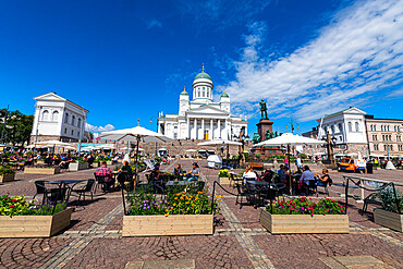 Senate Square in front of the Helsinki Cathedral (Lutheran Cathedral), Helsinki, Finland, Europe