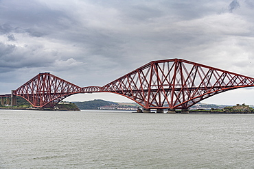 The Forth Bridge, cantilever bridge, UNESCO World Heritage Site, Firth of Forth, Scotland, United Kingdom, Europe
