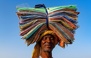Man with sheets on his head, Animal market, Agadez, Niger, Africa