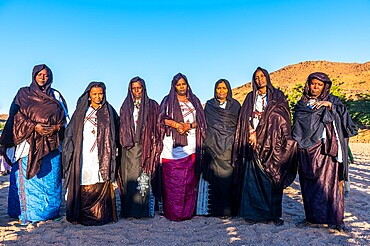 Traditional dressed Tuareg women, Oasis of Timia, Air Mountains, Niger, Africa