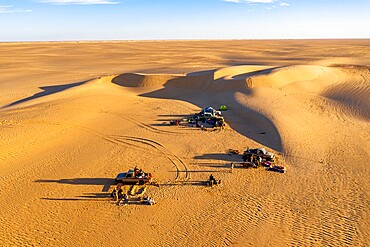 Campers in the sand dunes of the Tenere Desert, Sahara, Niger, Africa